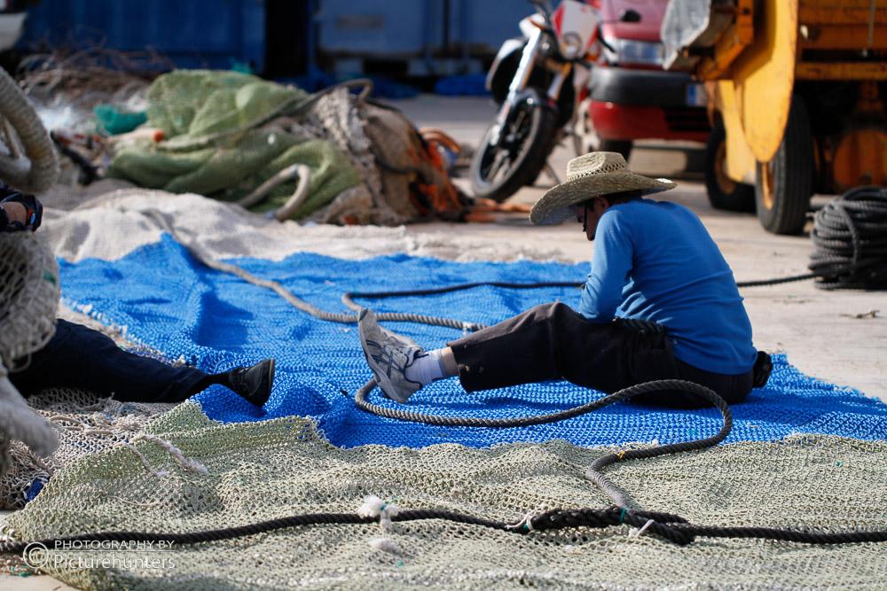 Netze flicken in Port Soller   Mallorca