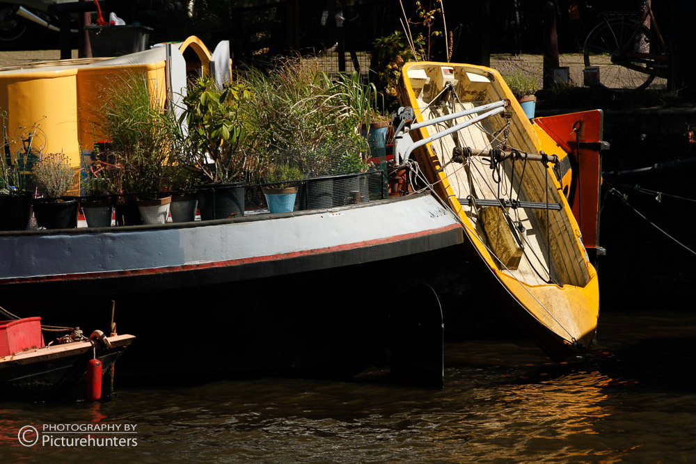 Hausboot mit Boot   Amsterdam