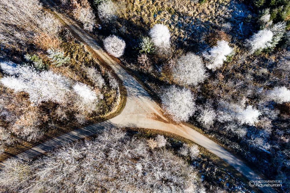Wegkreuzung im Winter