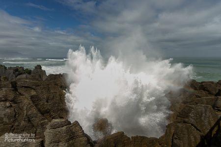 Gischtende Wellen bei den Pancake-Rocks