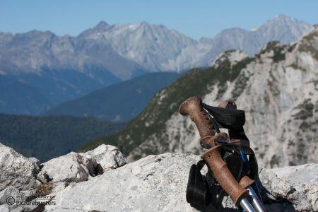 Wanderstöcke und Berge