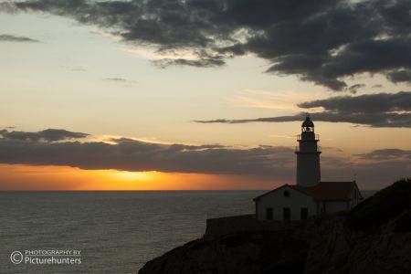 Sonnenaufgang mit Leuchtturm