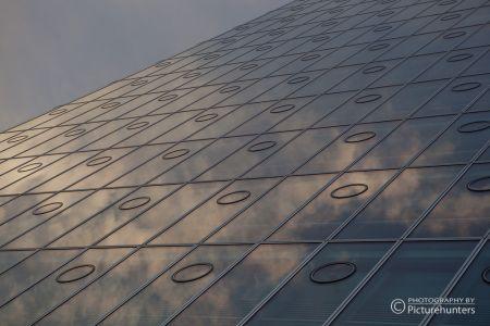 Wolkenspiegelung im O2-Tower | München