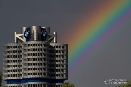 BMW-Turm mit Regenbogen