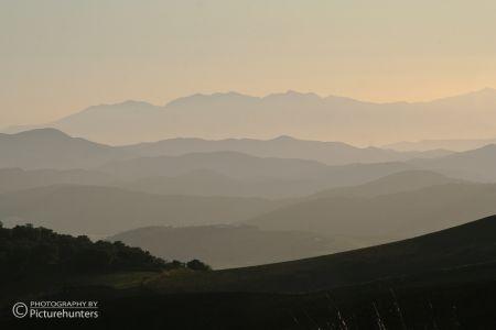 Abendstimmung über den Hügeln