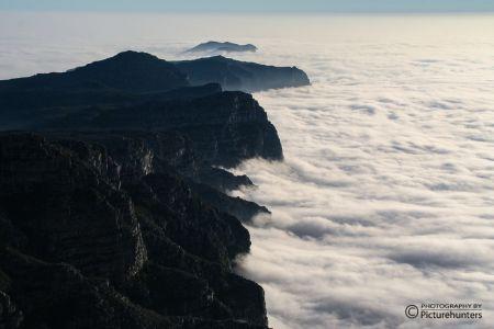 Wolken über dem Gebirge