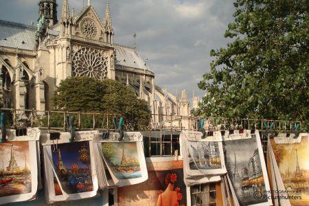 Straßenkünstler bei Notre Dame