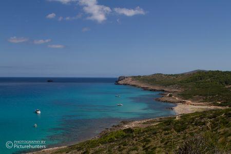 Blaues Meer und Küste