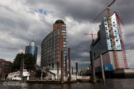 Dunkle Wolken über Hamburg