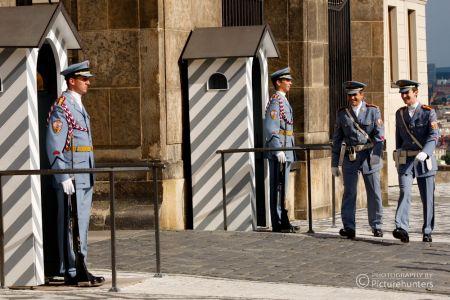 Wachen an der Prager Burg