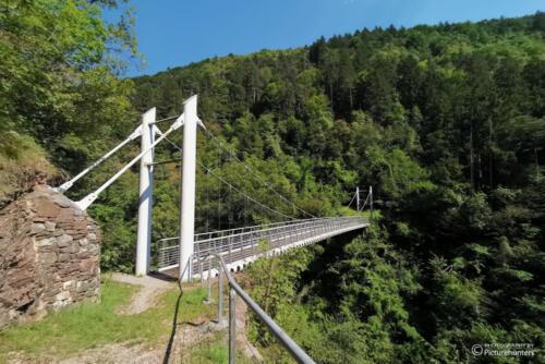 Einsame Hängebrücke