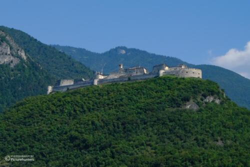 Burg an der Autobahn