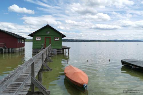 Bootshaus mit Farbklecks