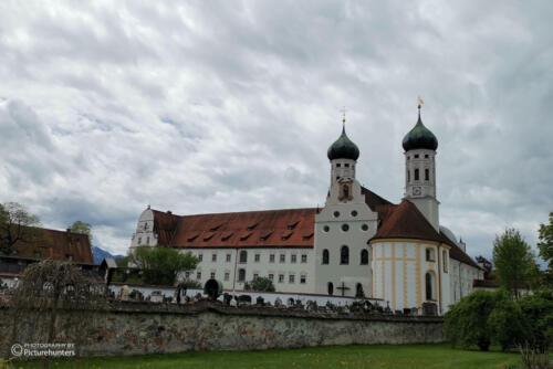 Kloster mit Wolken